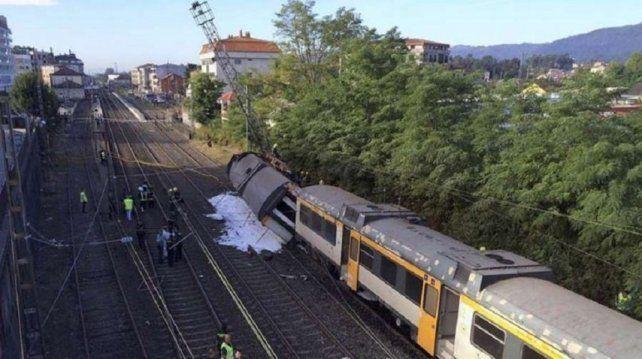 Hay dos argentinos entre los heridos tras descarrilar un tren en España