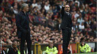 Guardiola festejó ante Mourinho en el clásico de estilos opuestos