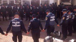 Una foto de policías rezando antes de salir a patrullar que se viralizó en las redes
