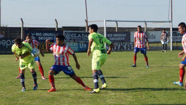 En el Plazaola se vio un partido friccionado. Atlético pudo revertir la historia y festejar.