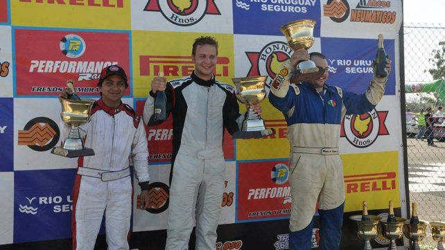 El podio del Turismo Pista 1600 con Luciano Martínez