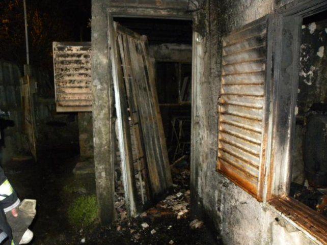 El cuerpo de un anciano fue hallado en un incendio