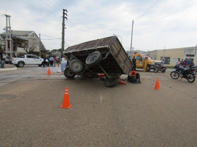 Volcó un acoplado que transportaba obreros: 12 heridos