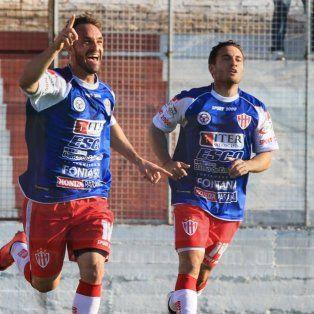 Borghello celebra su conquista, el tanto que aseguró la primera victoria del Decano en la temporada.