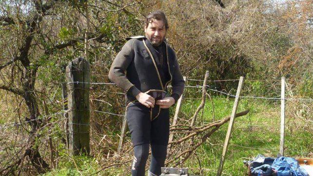 El único buzo profesional de Gualeguaychú trabaja de albañil