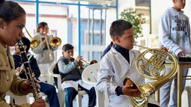 Oportunidades. Una orquesta escolar tocó en el CGE. Bordet dijo que las escuelas Nina dan igualdad.