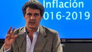 Prat-Gay afirmó que las paritarias sólo deben reabrirse si la inflación supera el 2,5% mensual