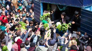 Productores entregaron 20.000 kilos de verdura en Plaza de Mayo