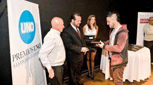 Facundo Schanton recibe el UNO de Plata por Bovril por su actuación en el karting.