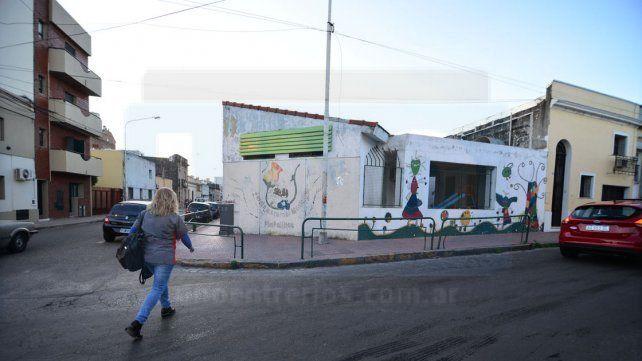 En el centro. El jardín está ubicado en una de las esquinas de Villaguay y Monte Caseros.