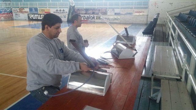 Se trabaja en la nueva iluminación del estadio Luis Butta.