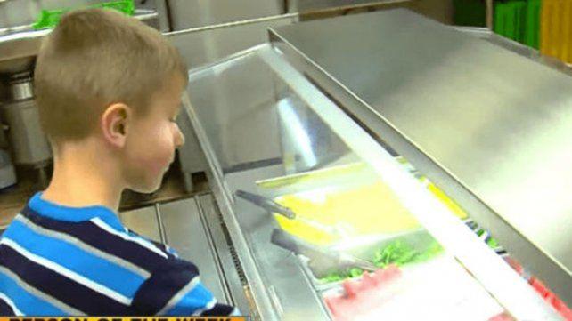 Un niño le compró el almuerzo a 295 chicos que no podían pagarlo