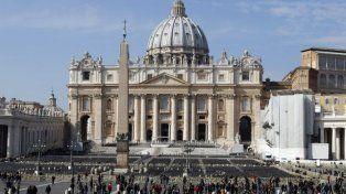 Arrestaron a un hombre que quiso meterse con su auto en el Vaticano