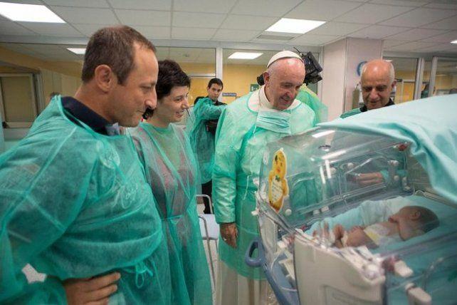 El papa Francisco visitó dos hospitales en Roma