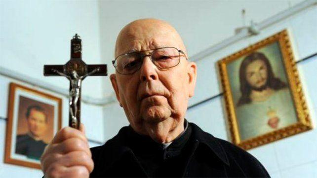 Murió el cura italiano que realizó más de 70.000 exorcismos en 30 años