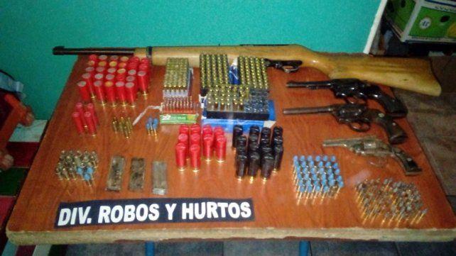 Aguantadero. Delincuentes de Paraná buscaban las armas que utilizaban en enfrentamientos.