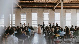 Pasó años usando una silla de ruedas y sorprendió a todos en su boda caminando hacia el altar