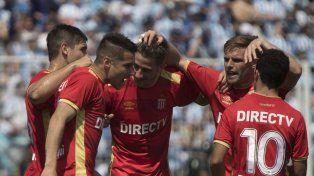 Estudiantes cortó la racha de 32 encuentros sin perder de local que tenía Atlético Tucumán y sigue en la cima