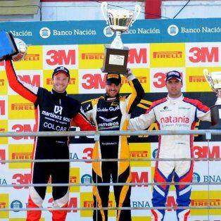 El podio de la segunda final con Agustín Canapino, Mauro Giallombardo y Caito Risatti.