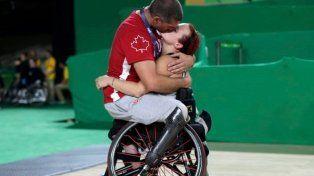 Un beso, un abrazo y una foto que emocionó a todos en los Juegos Paralímpicos