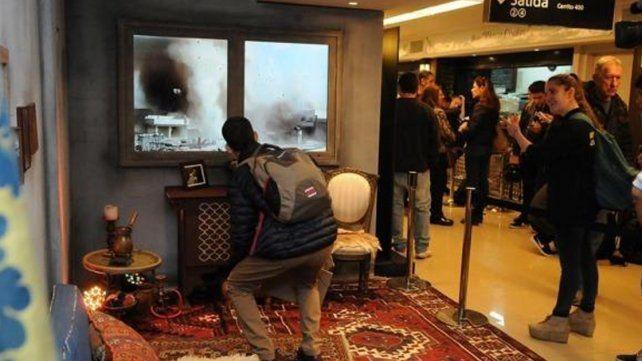 Recrean el horror de un bombardeo desde adentro de una casa siria
