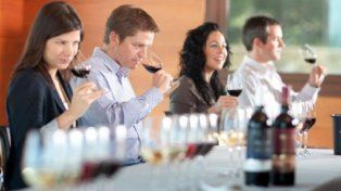 Los 7 errores que más se cometen al tomar vino