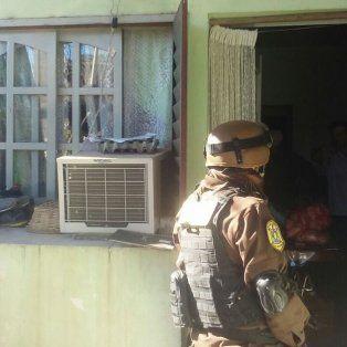 dos detenidos tras allanamientos simultaneos por causas de narcotrafico