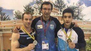 Erazun y Mayol junto al entrenador del equipo nacional.