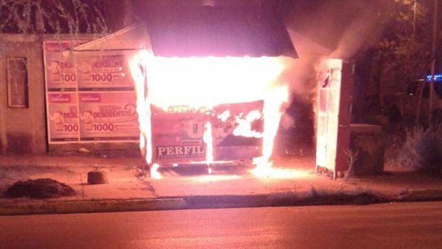 Un joven incendió un kiosco de diarios y revistas y fue detenido