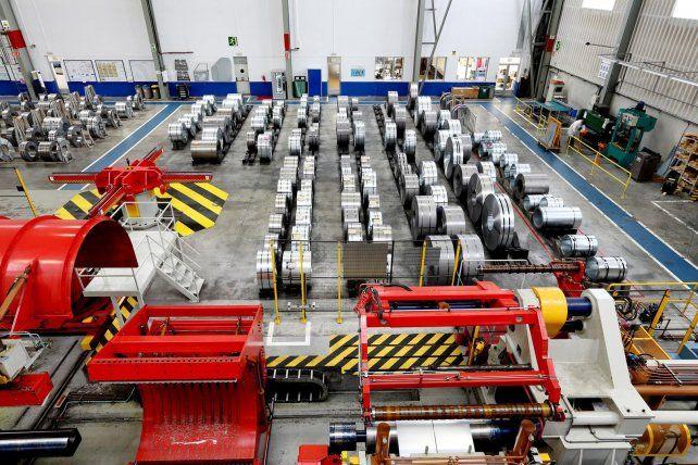 Para la UIA, la industria se desplomó 9% en febrero