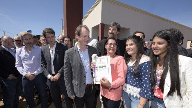 Bordet y Frigerio inauguraron viviendas para docentes en Concordia