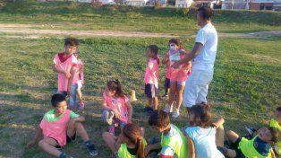 Los chicos del Pancho disfrutan del fútbol en la Escuela Felicitas