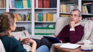 Condenan a un psicólogo separar a una paciente de su familia