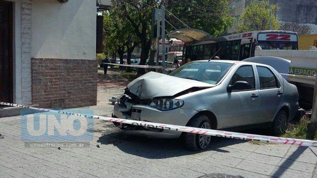Violento accidente en calle Carbó, por una mala maniobra