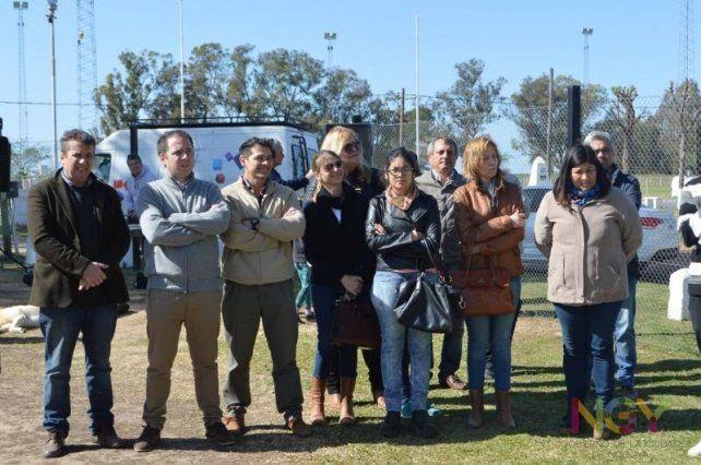 Presentes. Familiares y amigos acompañaron ayer a la jugadora de beach volley en el acto en el Polideportivo.