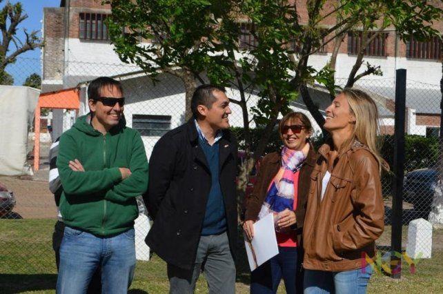 Dirigentes. Ana Gallay junto a los dirigentes políticos de Nogoyá