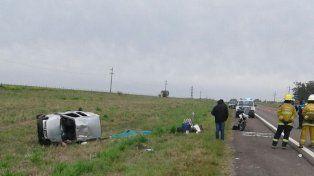 Una mujer murió al volcar un utilitario en la ruta 14