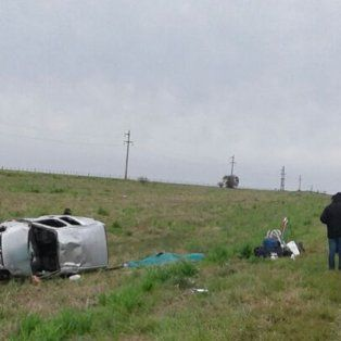 una mujer murio al volcar un utilitario en la ruta 14
