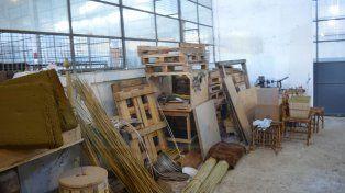 Taller de mimbrería y artesanías con madera.