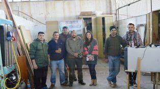 Integrantes de Acción Social junto a parte del equipo que reparan heladeras y aires acondicionados.
