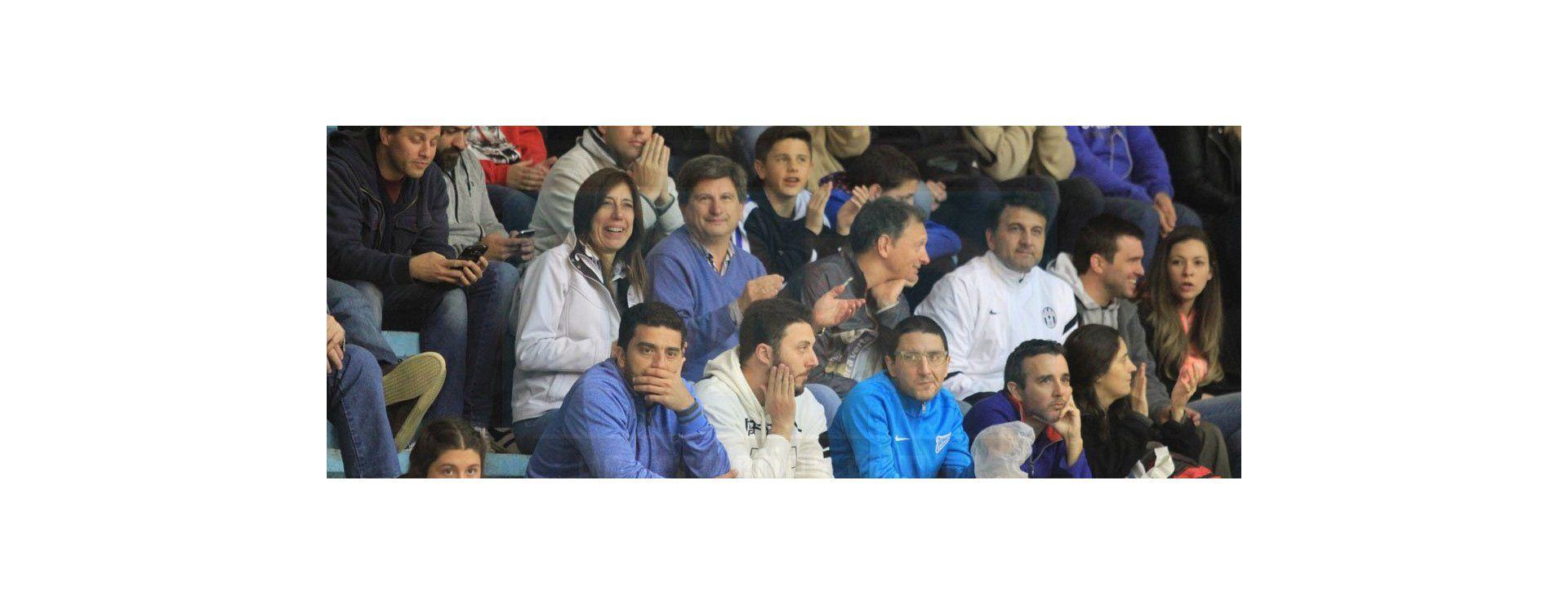 La gente que apoyó al equipo en el debut.