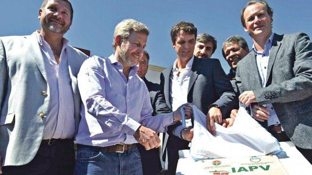 Frigerio inauguró las viviendas de los docentes de Agmer