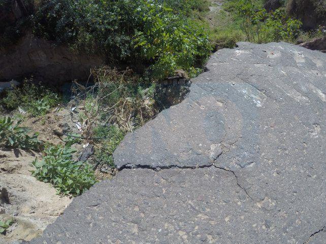 La barranca de calle Osinalde se comió una mano de la arteria