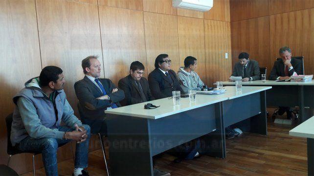 Acuerdo. Carlos Alberto Wasinger (primero a la izquierda) dijo que mató a Walter Toledo.