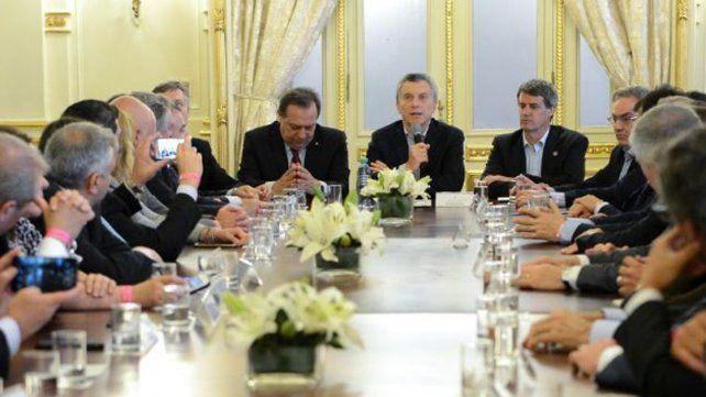 Macri firmó decreto que devuelve el IVA a turistas extranjeros