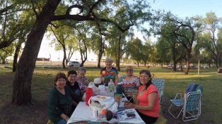 Lida, la primera a la izquierda, festejó su cumple con Lidia, Tere, Silvia, Angie y Susana. Foto UNO Juan Manuel Kunzi.