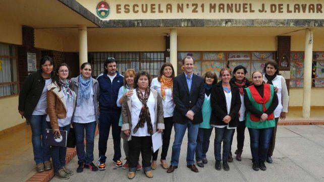 Escuela Lavarden. En Rincón del Doll el mandatario habló con docentes y dejó en claro su posición ante la protesta gremial.