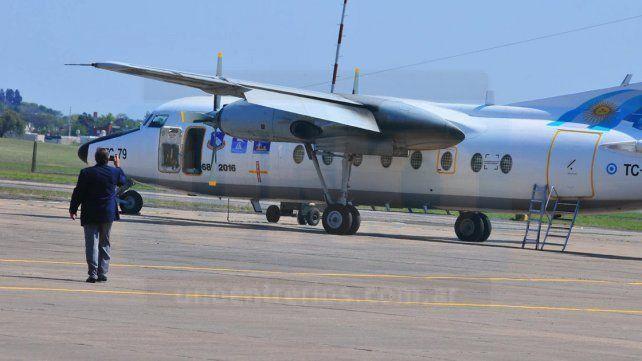 Símbolo. El Fokker-27 realiza sus últimos vuelos de despedida y llevó a Veteranos de Guerra.
