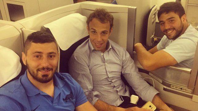 El paranaense Ortega Desio junto a Senatore y Noguera Paz en el avión que los trasladó a Londres.