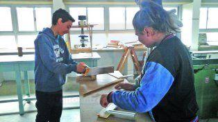 A pleno. Los alumnos aprenden en los nuevos talleres.